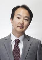 Sang Kim 142x200b